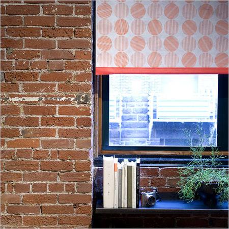 Zoom_loop_curtains_window