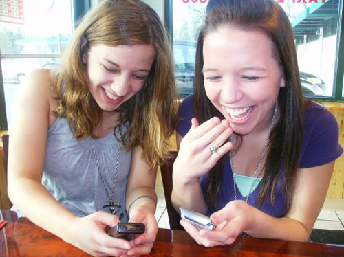 Anna + jocelyn - texting