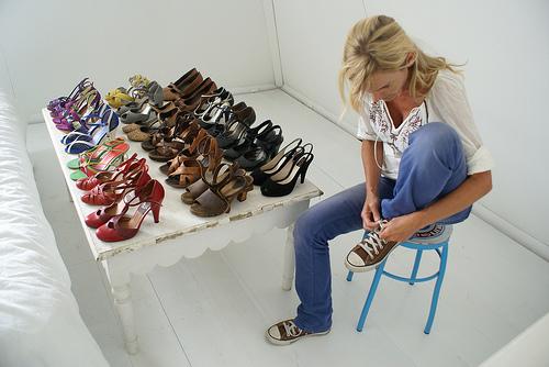 Wood + wool stool - shoes 3