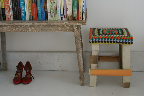 Wood + wool stool - shoes 1