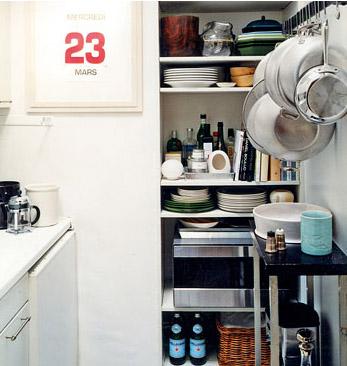 Pretty kitchen - BUY BOTTLES OF WATER FOR KITCHEN