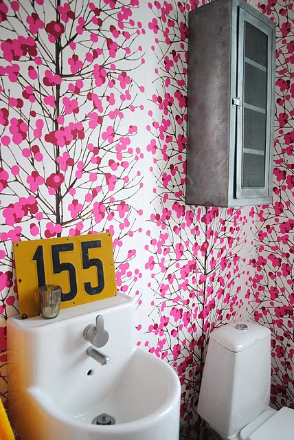 PINK wallpaper bathroom 3