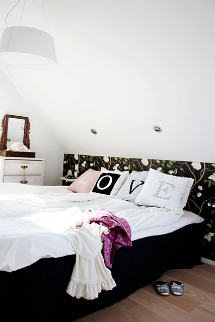 Anna-malin home 5 - LOVE on bed