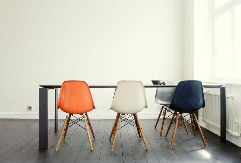 Bare dining room - via miluccia canalblog com