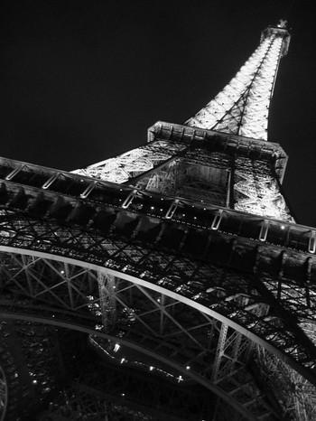 Eiffel_tower_b_w_by_nikki